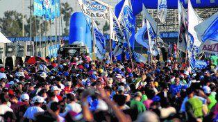Una multitud. Así lucía la calle de boxes del Volantes Entrerrianos luego de habilitarla tras la actividad.