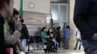 Pacientes esperan ser atendidos en el Hospital Provincial.
