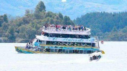 Trágico naufragio de un barco con 170 turistas a bordo en un rio de Colombia
