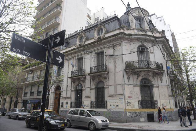 La sede del rectorado de la UNR.