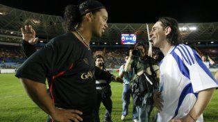 Entrañable. Es la relación entre Ronaldinho y la Pulga.