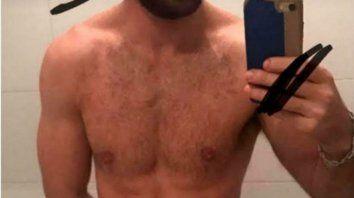 un joven actor publico una selfie misteriosa confesando a quien extrana mucho