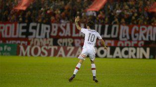 El adiós. Formica se fue ovacionado del Coloso al ser reemplazado ante Godoy Cruz.