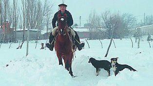 Emiliano colihuinca. El peón rural llegó a caballo a comprar víveres.
