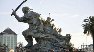 Debaten el traslado de la estatua de Azurduy