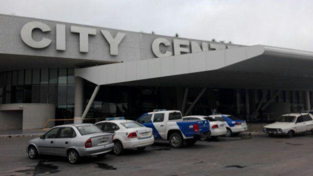 Efectivos de la Policía Federal y personal de la Afip llevaron a cabo un allanamiento en el City Center.