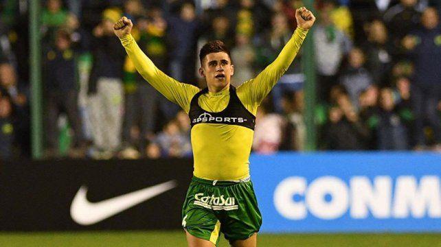 El goleador. Stefanelli convirtió de cabeza el tanto agónico para el triunfo de Defensa.