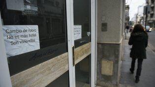 Cartel al ingreso. La indicación colocada en el frente del Apart Aires del Rosario es por demás de elocuente.