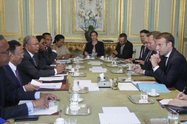 En estudio. El presidente galo analiza con su gabinete la reforma.