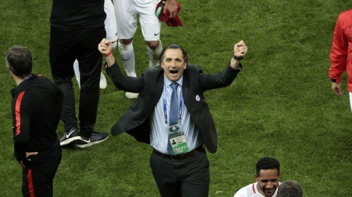 El festejo de Juan. Pizzi valoró el triunfo ante la selección de Cristiano Ronaldo.
