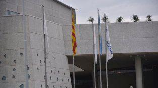 La bandera de Cataluña fue izada esta mañana en el mástil de City Center junto a la del hotel y Argentina.