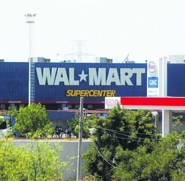 en santa fe. En el Wal Mart hicieron compras por unos 300 mil pesos.