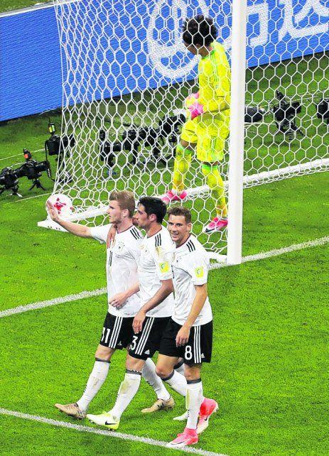 El 3-0 parcial. Lo celebran los alemanes Werner (11