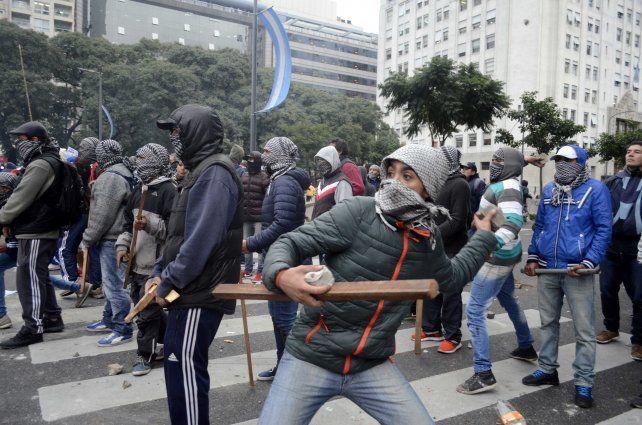 El piquete en la avenida 9 de Julio terminó con una violenta represión.