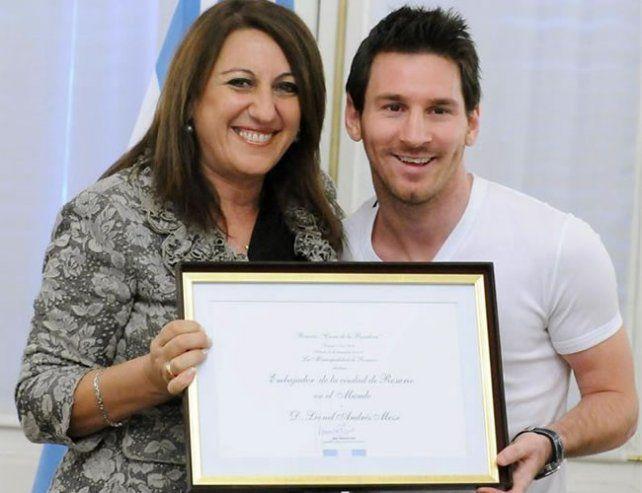 La intendenta Mónica Fein nombró a Messi embajador de Rosario en 2011.