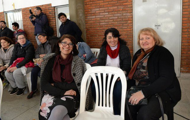 Las maestras de la escuela Las Heras. Hoy recordaron la cálida anécdota.