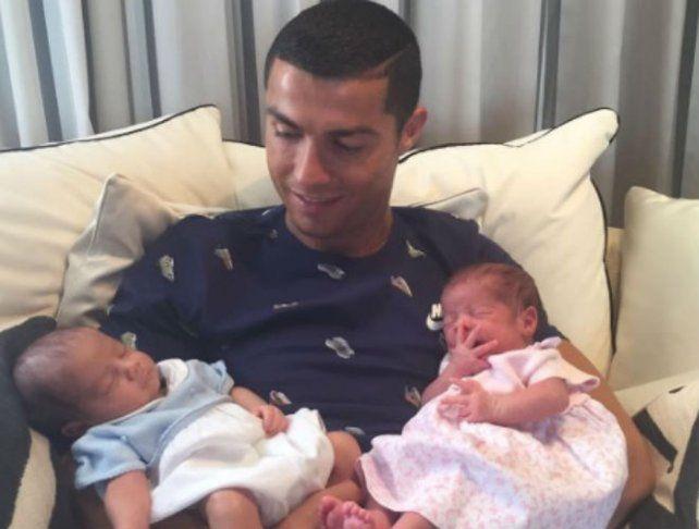 Cristiano disfruta su segunda paternidad.