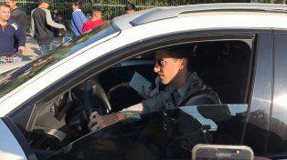 Angelito Di María ingresa junto a su esposa a las instalaciones del City Center.