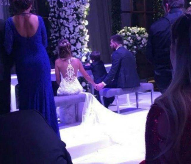Lionel y Antonela dieron el sí en una emotiva ceremonia coronada por Abel Pintos