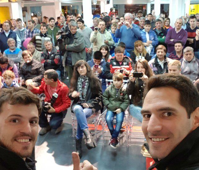 Con el público. Ardusso (derecha)