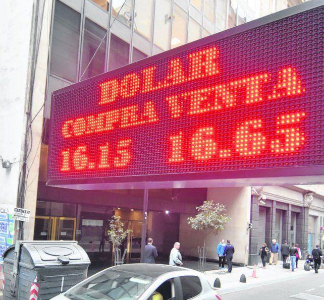 El dólar tocó un pico histórico en el final de la cotización de la semana.
