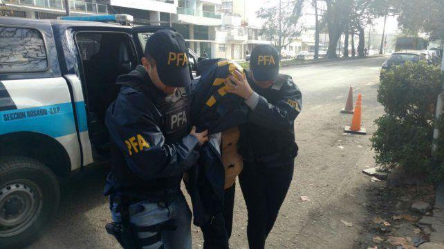 Patricia Celestina Contreras al momento de ingresar en la delegación de Drogas de la Policía Federal.