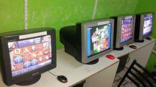 Secuestraron computadoras y tragamonedas en locales de juego clandestino en el sur provincial