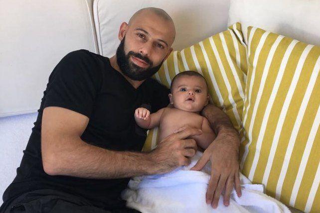 Redes. La imagen de Javier junto a su pequeño hijo Bruno en Miami.
