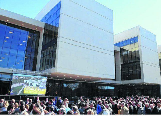 Flamante. El gobernador Miguel Lifschitz le entregó al Poder Judicial el nuevo edificio para la Justicia Penal.