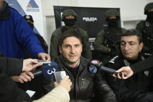 Pullaro destacó el trabajo de los policías que hoy llevaron adelante los allanamientos: Esos policías queremos