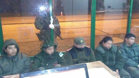 adentro. Los cinco gendarmes fueron detenidos en Las Lajitas