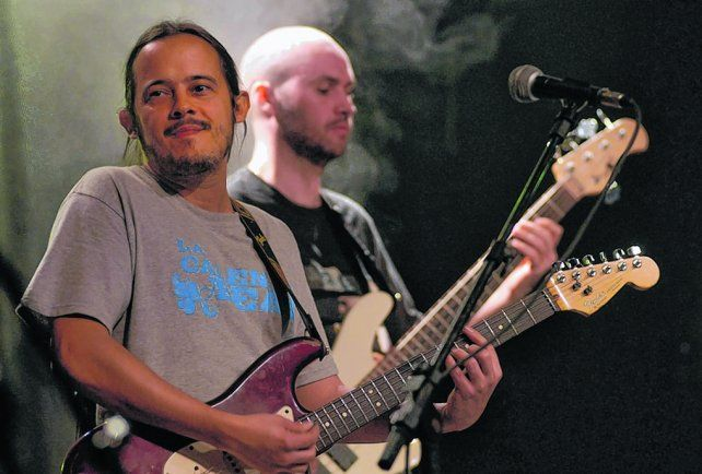 pulso uruguayo. El guitarrista y cantante editó un disco solista con claras influencias del candombe.