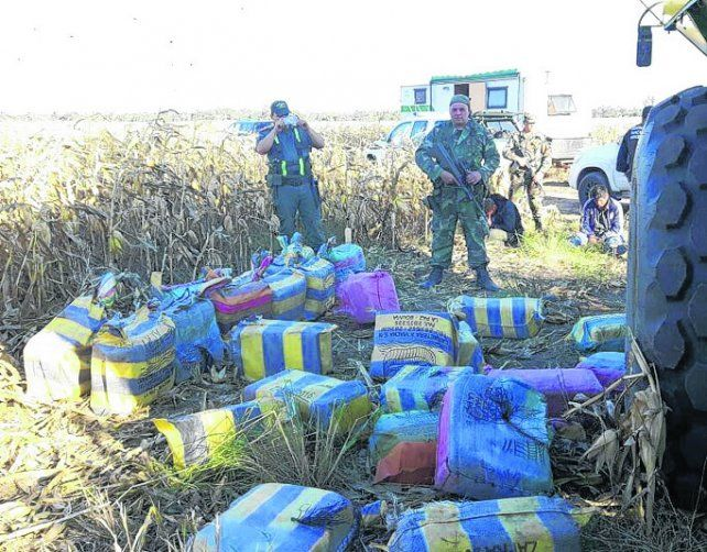 bultos. Los gendarmes hallaron unos 90 bultos con droga de buena pureza.
