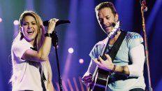 Puro talento. Shakira y Chris Martin sorprendieron al cantar juntos sus éxitos.