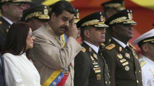 aliados. Maduro junto a sus generales
