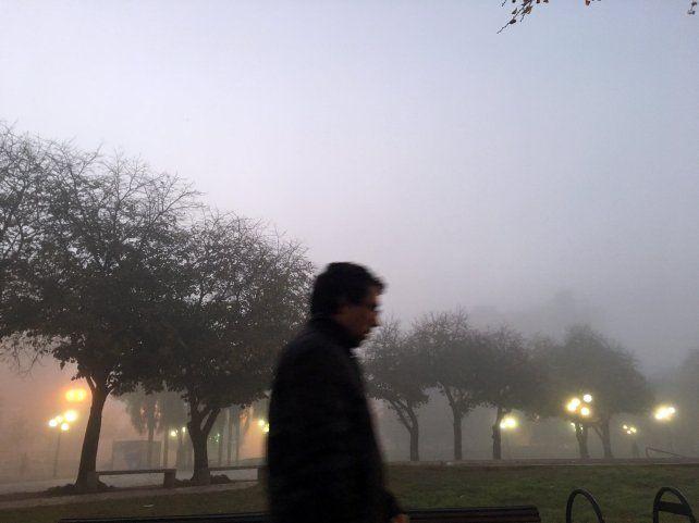 Mañana fresca con llovizna, alta humedad y bancos de niebla