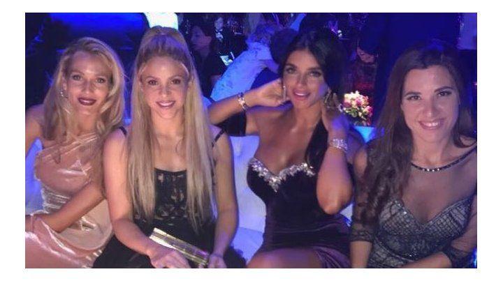 Shakira junto a Daniella Semaan