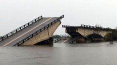 las imagenes del puente que cayo en la ruta nacional 12 por las fuertes lluvias en corrientes