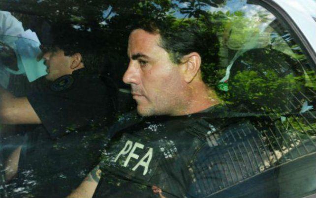Carlos Andrés Ascaíni en una de sus estadías en los Tribunales Federales de Rosario para declarar.