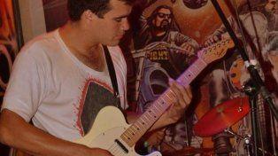 Vera tocaba la guitarra en una banda de rock.
