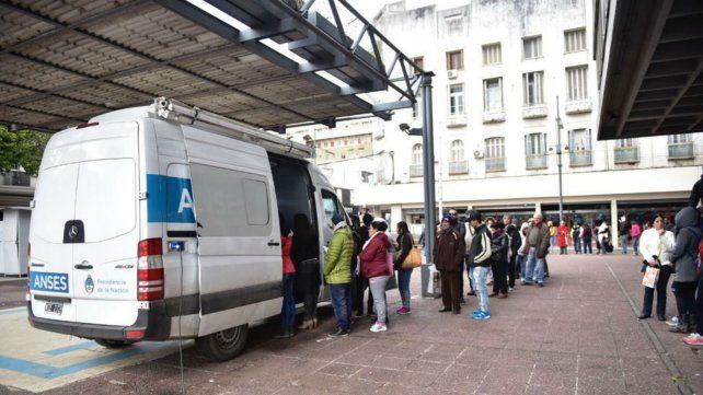 Ansés atiende con una unidad móvil desde Plaza Montenegro.