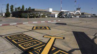 pista. A fin de mes se licitará la obra para reconstruir íntegramente la calle de rodaje y la plataforma del aeropuerto