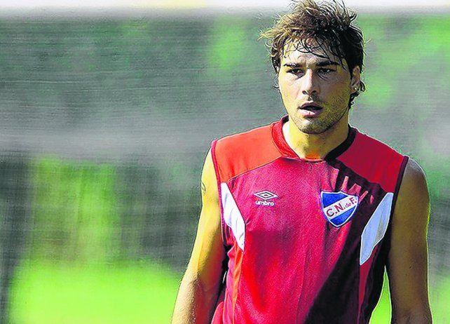 Lo esperan. El zaguero de Nacional jugará el domingo la final en Uruguay. Luego vendrá a préstamo a Newells.