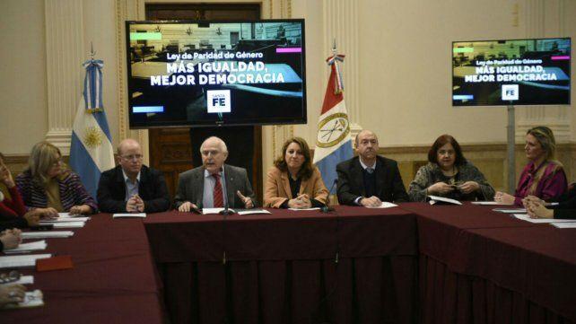 El gobernador encabezó la presentación en Gobernación.