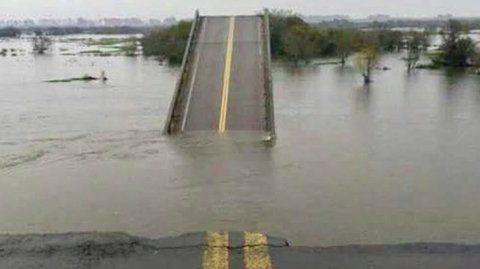 todo mal. El puente sobre el arroyo Aguará Guazú