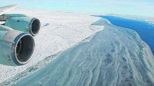 la gran herida. La brecha sobre el continente blanco avanzaba a una velocidad de diez metros por día. Cuando le faltaban unos kilómetros para llegar a la costa, finalmente la colosal mole de hielo se separó y se alejó.