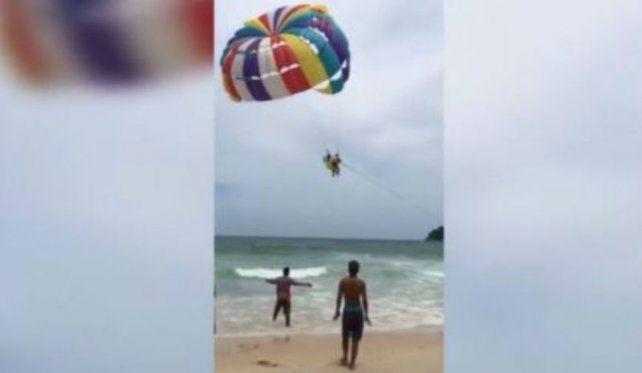 La aventura salió mal para un paracaidista que murió y fue filmado por su esposa