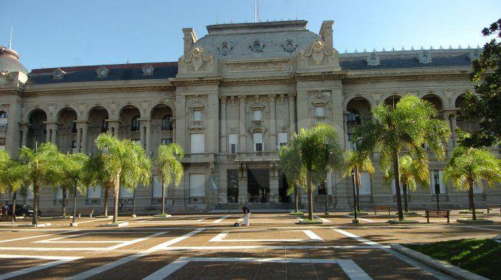Cuánto dinero recibirían municipios y comunas si la Nación pagara a Santa Fe
