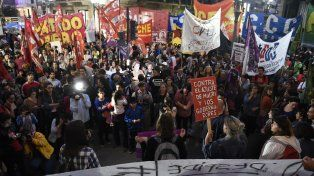 Diversas organizaciones se movilizaron en Rosario para repudiar el violento desalojo en Pepsico