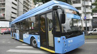 Una de las nuevas unidades de la línea Q circulando esta mañana por avenida Francia.